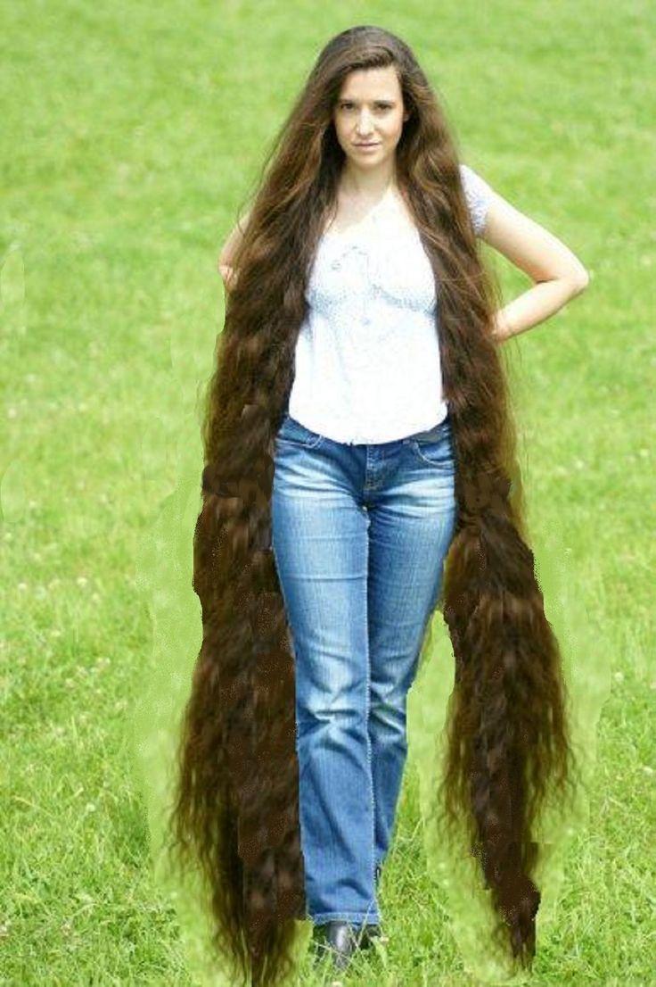 Соня на фотографии с длинными волосами