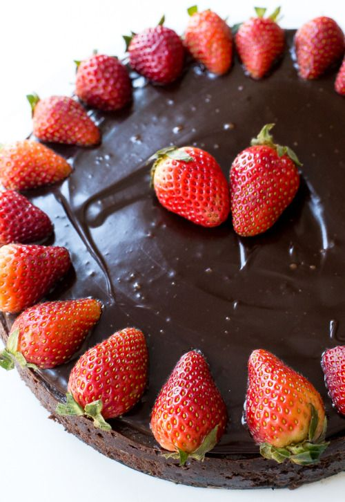 ilovedessert:  Flourless Chocolate Cake with Chocolate Ganache