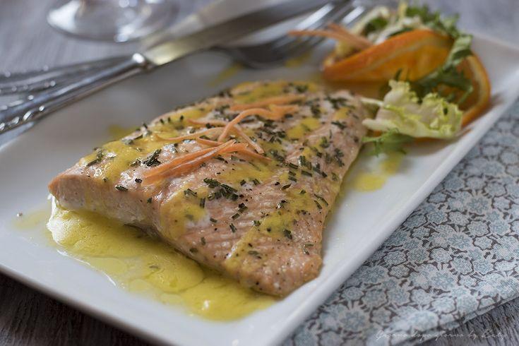 Filetti di salmone in salsa all'arancia una proposta per un secondo piatto di pesce veloce e gustoso da proporre sulle nostre tavole.