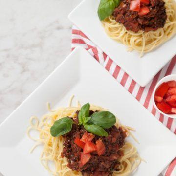 Vegansk köttfärssås med belugalinser och spaghetti - Recept - Tasteline.com