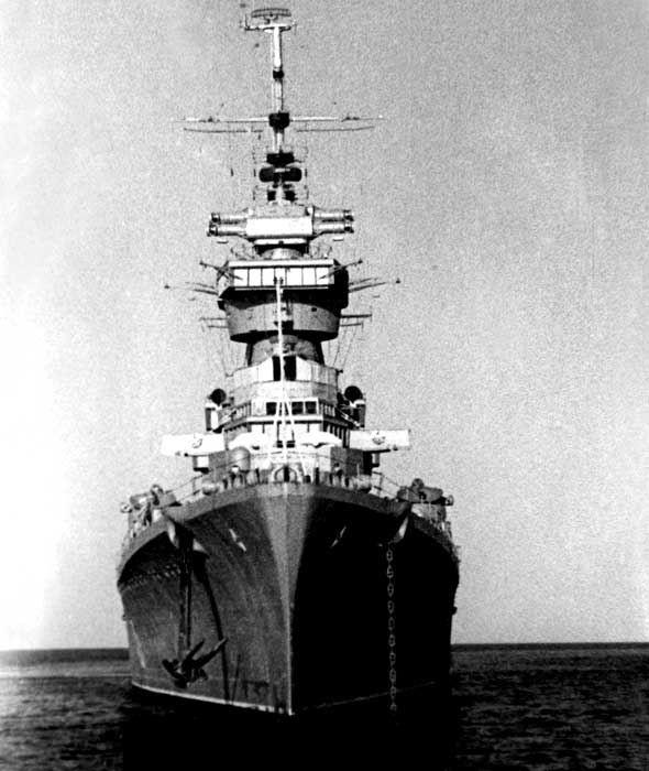 """Samudera Hindia, 1962. """"Ordzhonikidze"""" kapal jenis light cruiser yang kemudian dinamakan """"Irian""""."""