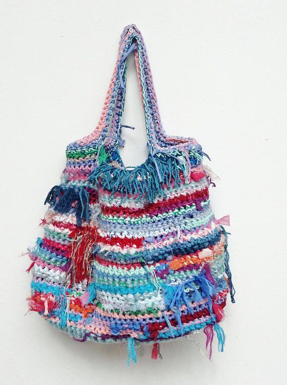 Upcyling può essere chic e moderno Colorato a mano borsa durevole riciclata strisce di tessuto e maglia di lana Da utilizzare per fare la spesa, Yoga, spiaggia, borsa weekend è elastico e in. Dimensioni: Manico 26 cm – 10 larghezza 55 cm – 21,5 fondo: 35 x 12 cm – 14 x 5