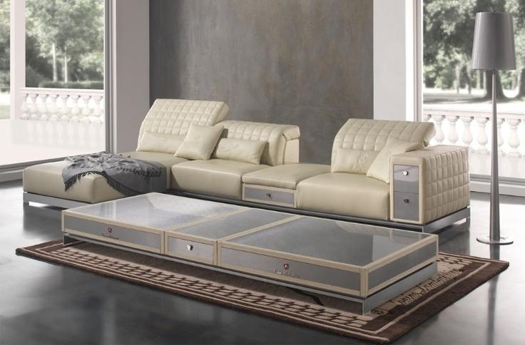 A Tonino Lamborghini Casa apresenta a coleção Misano com sofá e mesa de centro estruturados em couro, metal e fibra