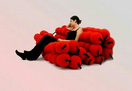 помпоновый диван