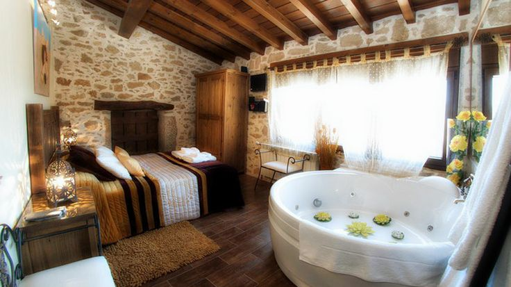 Bedroom jacuzzi home pinterest jacuzzi bedrooms - Ideas para casas rurales ...
