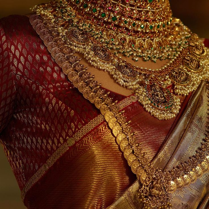 A classic Sabyasachi Kanjeevaram silk saree woven by the master weavers of Kanchipuram with hand-embroidered border. The look is accessorised with traditional South Indian temple jewellery in 22k gold embedded with emeralds, rubies and pearls. Jewellery Courtesy: Sabyasachi Heritage Jewelry For all jewellery related queries, kindly contact sabyasachijewelry@sabyasachi.com Photo Courtesy: Tarun Vishwa #TarunVishwa Location Courtesy: Taj Falaknuma Palace, Hyderabad @tajfalaknuma #Sabyasachi...