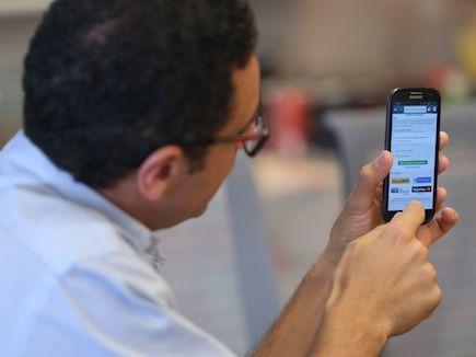 A solução de carteira eletrônica MasterPass, presente na Austrália, EUA, Canadá e Reino Unido, está chegando ao Brasil. A primeira parceria é com a Caixa, mas a solução não ficará restrita a clientes do banco ou ao uso de cartões de crédito da bandeira Mastercard nem a cartões emitidos pela Caixa. Entenda como funciona no IDG Now!
