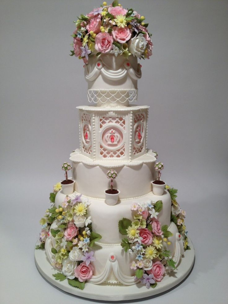 """""""A Royal Garden Gala"""" – Great American Cake Show and Wedding Cake Competition 2013. 3rd place: Semi-Pro – Masters Division.. 