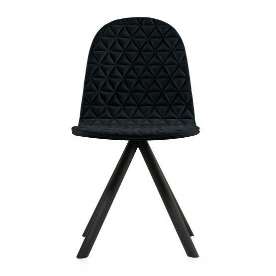 Doskonałej jakości tkanina Amara w kolorze czarnym to idealne wykończenie nowoczesnego krzesła Mannequin.