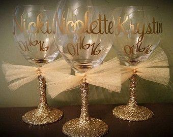Flautas de champán, sencillo y elegante para todas tus damas de honor, asistentes personales, madres, etc. (no se olvide usted mismo). Me deja