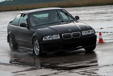 Ekstremalna jazda BMW M3 GTR  na torze wyścigowym