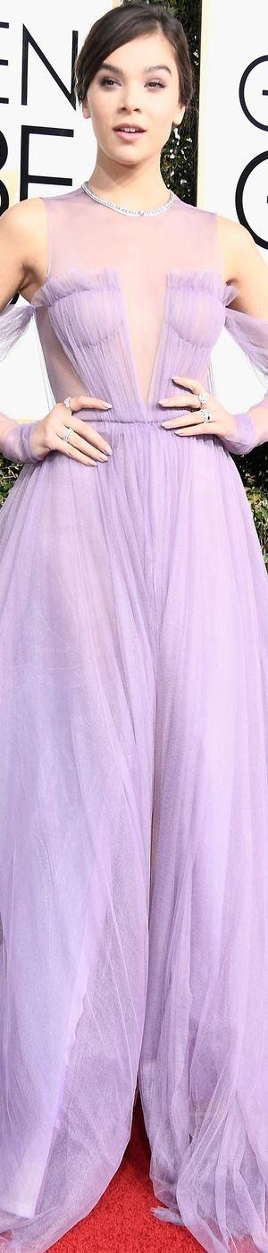 Hailee Steinfeld in Vera Wang 2017 Golden Globes