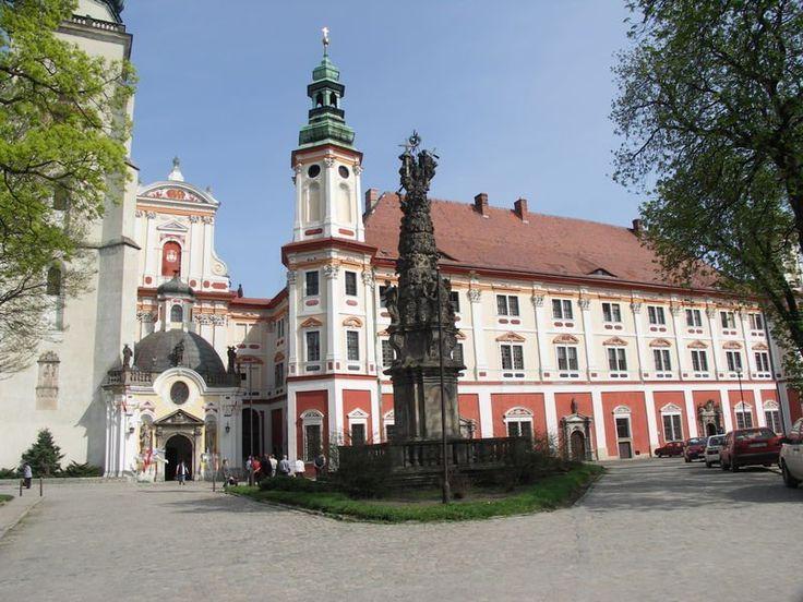 Jindřichov, cist. kláter založen r. 1222, barok. přestavba z 17. st., zrušen v 18. st.
