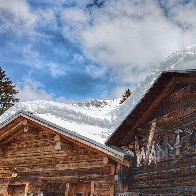 Schön wars! . . #arosalenzerheide #sonnehochzwei #ilovesunshine #inlovewithswitzerland #snowfun #parpan #bar #skifahren #sonnenbad
