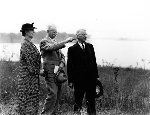 Harriet and T. J. Knudson with landscape architect Jens ...