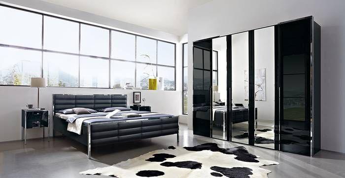 Schlafzimmer TRENTA in Hochglanz Schwarz: Drehtürenschrank: 5-türig, ca. 250 x 222 x 62 cm, mit Spiegelfronten, Doppelbett: ca. 180 x 200 cm, Nachtschränke: ca. 41 x 64 x 45 cm, mit 2 Schubkästen