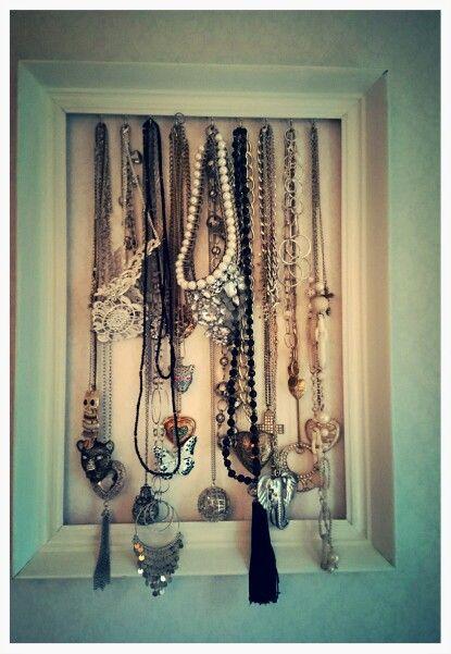 Smyckeshängare av en tavelram.
