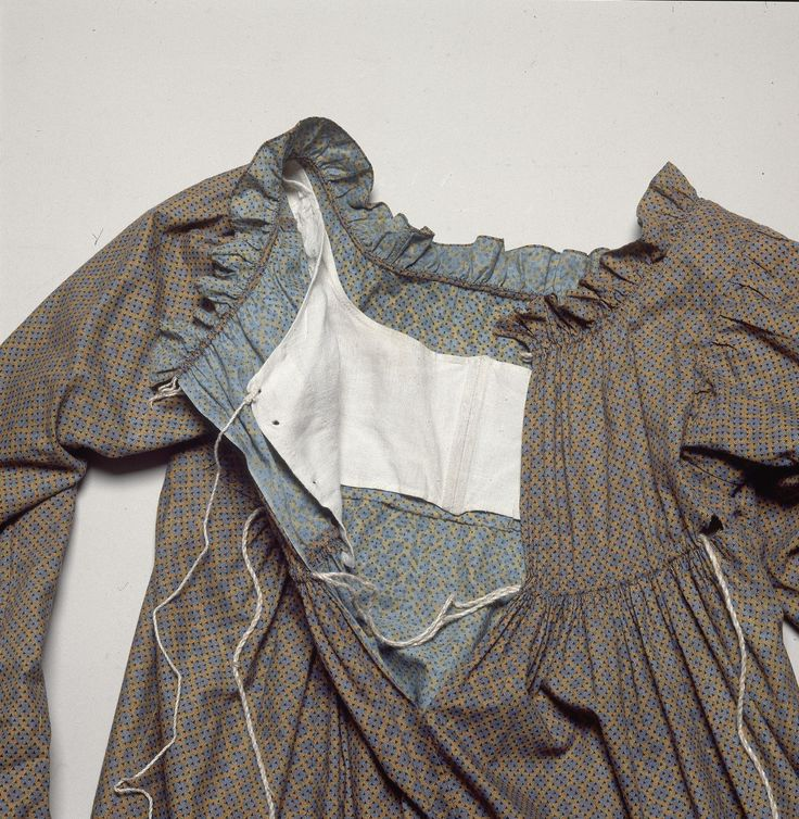 Inside of back closing printed cotton dress, Danish, 1810's. Nationalmuseum, Copenhagen, nr. 897/1990  The whole dress can be seen here: http://samlinger.natmus.dk/DNT/323