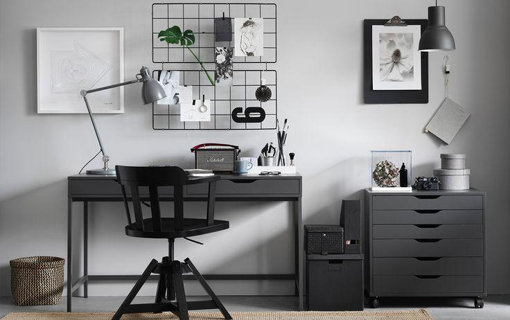 ALEX skrivbord i sober grå i stilrent arbetsrum