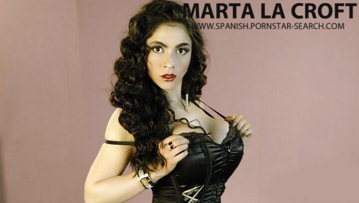 Marta La Croft Shows Her Huge Tits In Public Before