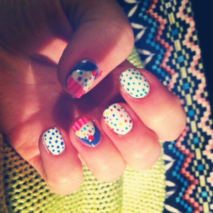 http://whalesnails.blogspot.com/2013/02/nail-art-sunday-tape-stripes.html    Muffin from Whale's Nails