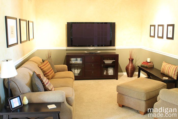 17 best ideas about small tv rooms on pinterest - What size tv to get for living room ...