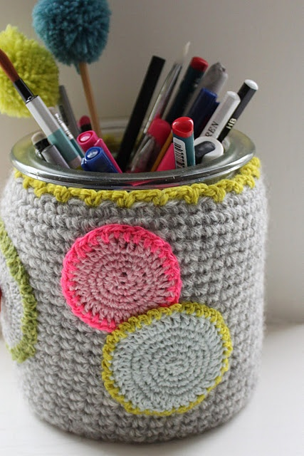 What a sweet way to contain pencils and other bits & bobs. :): Pencil Pots, Blog Pens, Polka Dots, Sweet, Pens Holders, Posts, Bit Bobs, Beautiful Crochet, Pencil Holders