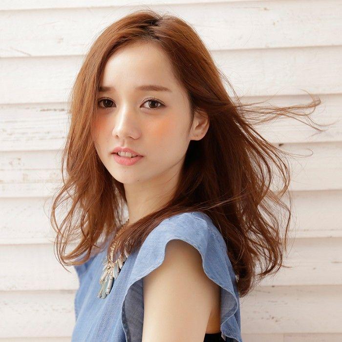 ミディアムロングカット×ハート型さんにすすめたいふんわりナチュラルなヘアスタイル♬簡単なアレンジで上品なツヤを演出した髪型で恋も引き寄せる♡
