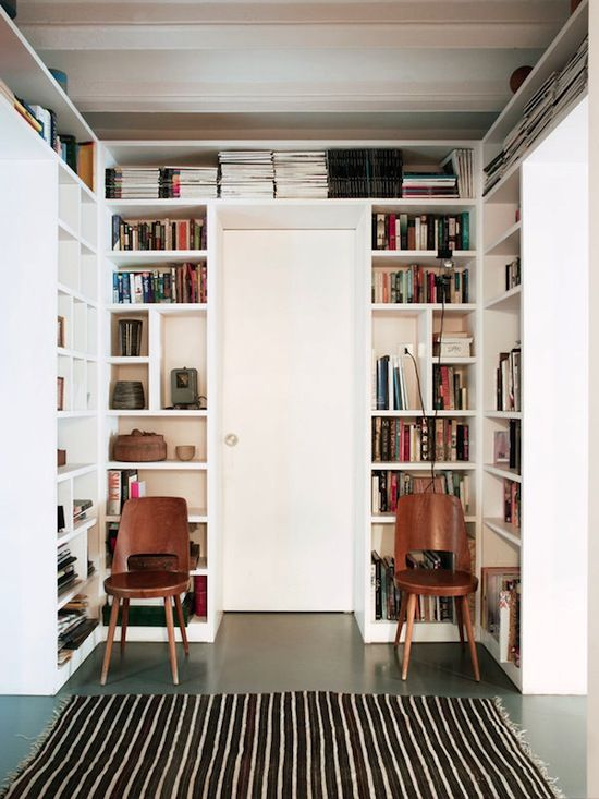 Bright & Cozy Barcelona Home #library #bookshelves #homedecor #interiordesign