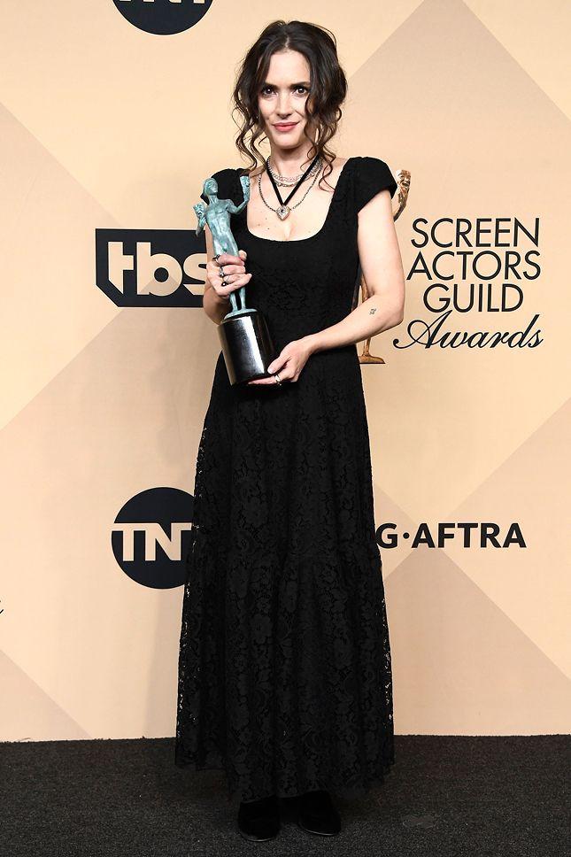 Вайнона Райдер в Ryan Roche  Лучшие платья Screen Actors Guild Awards 2017