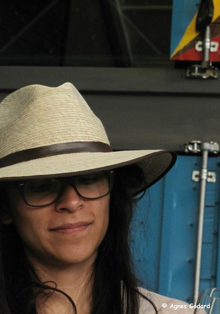 El Cine: ¿Qué significa para ti la reacción de la gente después de que ve la película?  Claudia Sainte-Luce: Creo que es lo único que me gusta de los festivales, estar con la gente, y más allá de las palabras que puedan decir, la forma en cómo te abrazan, cómo te miran o cómo se identificaron con algo, el saber que cambiaste algo de ellos, pues es algo que nunca esperé generar.