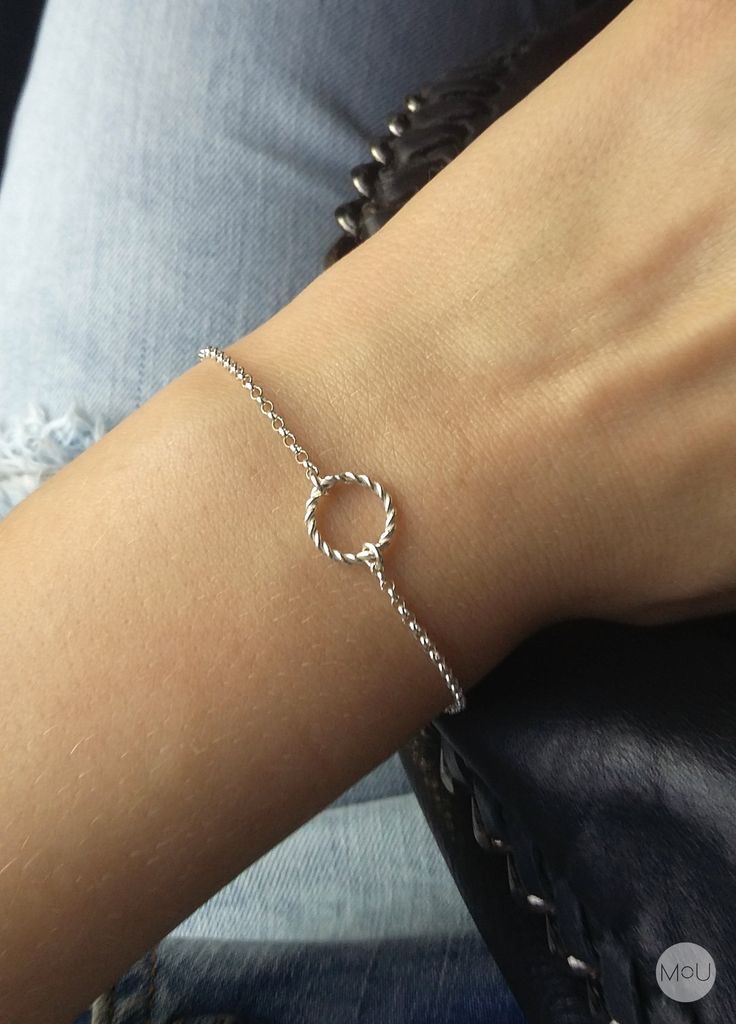 Minimal bracelet with circle pendant by MOU