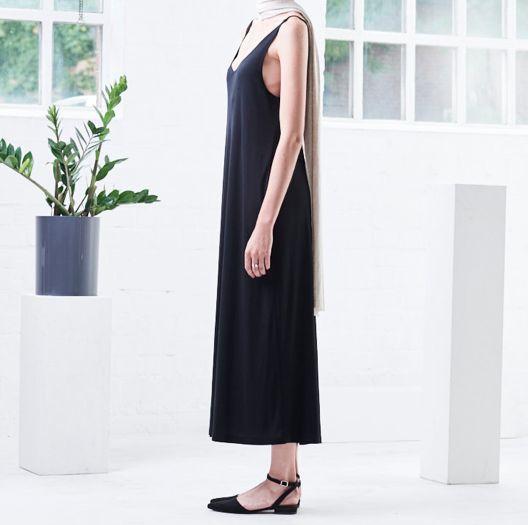 Tencel dress TRIANGLE MIDI by eco fashion label JAN 'N JUNE from Hamburg. Fair production in Poland.