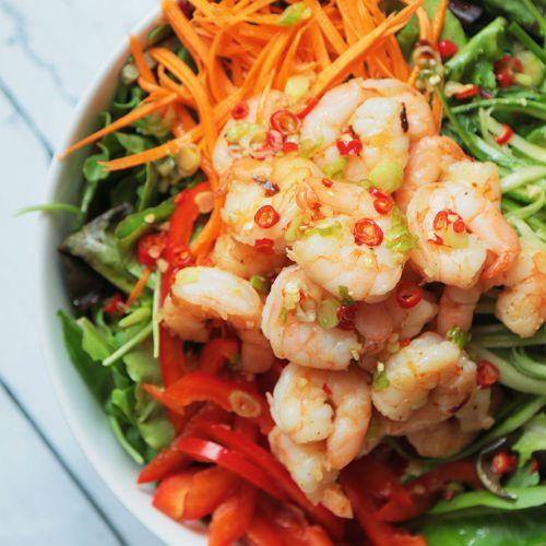 Salade-de-crevettes-et-vinaigrette-à-la-lime-et-au-chili