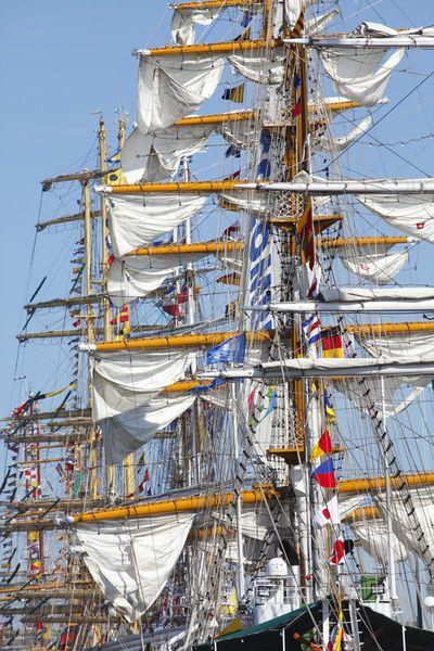 'Segelschiffmasten, Sail 2015, Bremerhaven' von Torsten Krüger bei artflakes.com als Poster oder Kunstdruck $7.55