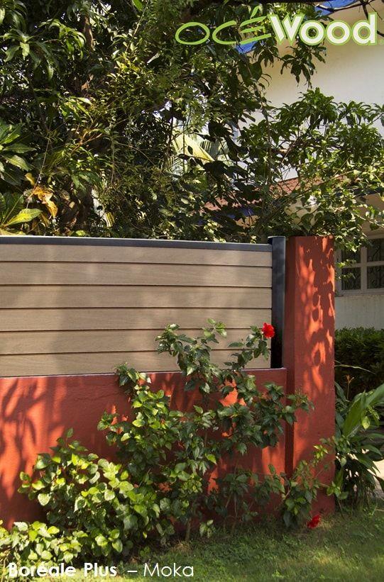 Cloture sur muret en lames composites et poteaux aluminium Océwood®