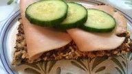 1 juledag lagde jeg mine superenkle knekkebrød, her er oppskriften!Hjemmelagde knekkebrød er ikke bare sunt, det er enkelt og kjempegodt!...