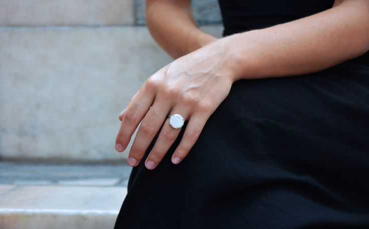Silver and Porcelain ring by Resilienze su Etsy https://www.etsy.com/it/listing/458811088/anello-in-argento-e-porcellana