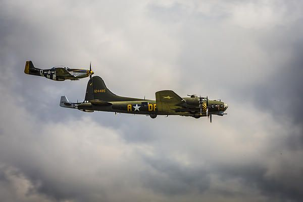 Another shot of that iconic plane in flight - Memphis Belle, accompanied by its fighter escort, two american Mustangs.