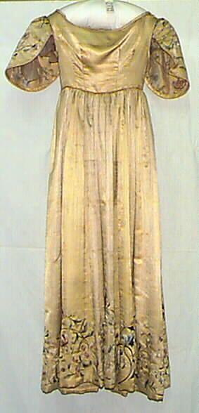 Naisten leninki keltaista atlassilkkiä. Yläosa ja hame yhteen ommellut. Yläosa lyhyt, vartalonmyötäinen. Kaula-aukko on leveä. Yläosa on ommeltu yhdestä ... leninki puku; naisten puku, 1830 | Turun museokeskus | Museo Finna