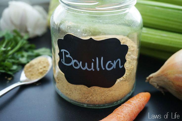 Een recept voor het maken van DIY bouillonpoeder met wortel, bleekselderij, ui, knoflook en platte peterselie. Vrij van e-nummers, suikers en kleurstoffen.