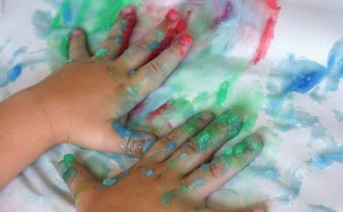 Dipingere con le mani: colori naturali fatti in casa per i nostri piccoli…
