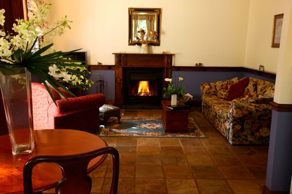 Retreat to Mount Tamborine - cosy, secluded and private couples retreat...http://www.lissongrove.com.au
