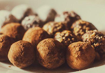 Almond-Chocolate Energy Bites