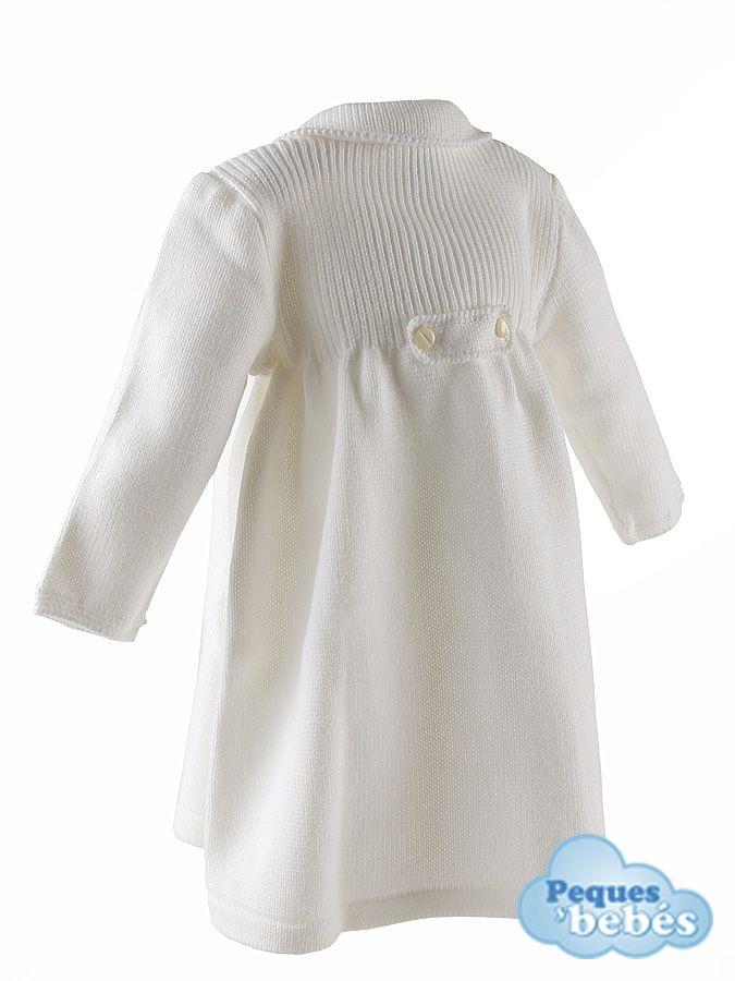 Abrigo cruzado de lana para bebé  niñas de gran calidad en color marfil,con un canesú de  ochos y canalé en la parte superior del delantero. Combinalo con las capotas  a juego http://www.pequesybebes.es/abrigo-bebe-nino-nina-invierno/4-abrigo-bebe-nina-lana-invierno.html