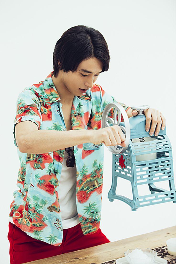 Kento Yamazaki, making shaved ice dessert, #24, The Television, 2015 http://www.youtube.com/watch?v=Uu3OvwNokYk