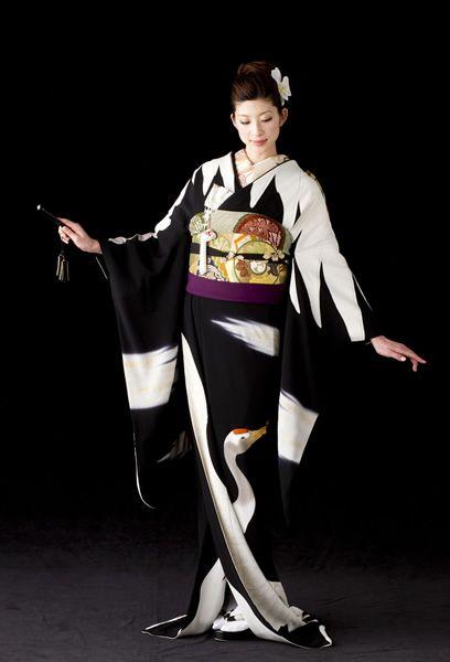 KIMONO(引き振袖) wear at a wedding ceremony.