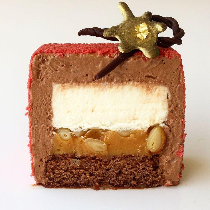 Шоколадный бисквит, вишневая пропитка с бобами тонка, ореховая карамель, мусс с бобами тонка, шоколадный мусс, шоколадный велюр... #моясладкаяжизнь #jsopatisserie