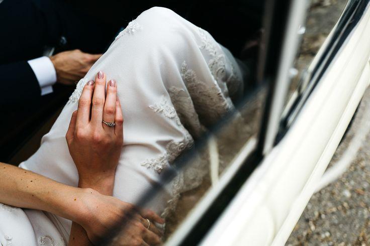 wedding photographer fiesole tuscany photo bride groom ring han