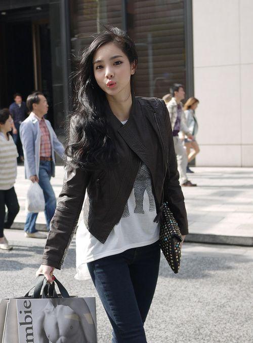 Ich liebe die schwarzen Haare und die Lässigkeit des Outfits #korean